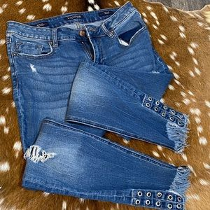 Vigoss Ripped and Grommeted Jeans!